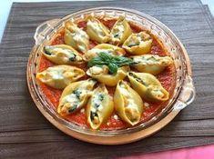 Muszle ze szpinakiem, kurczakiem i fetą w sosie pomidorowym - Blog z apetytem