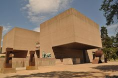 Completed in 1968 in Syracuse, United States. With a collection focused largely on American art and ceramics, the Everson Museum exists as a structure that is more than just a vault for art. Massachusetts, Everson Museum, Syracuse New York, Banks Building, Famous Architects, Museum Exhibition, Brutalist, American Art, Exterior
