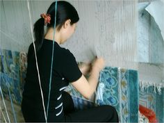 Pour savoir comment est fabriquée la soie, conseils pratiques. Techniques de fabrication de la soie, fibre textile naturelle de ver à soie, le tissage.