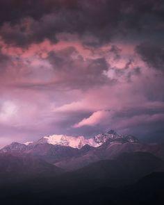 """Santiago Adicto on Instagram: """"Repost @eljuancri . . 18:10pm Se anunciaban nubes altas para este atardecer, lo que era un buen presagio para tomar fotografías. El…"""""""