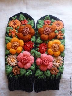 Knit Mittens, Knitted Gloves, Fingerless Gloves, Wool Embroidery, Cross Stitch Embroidery, Learning To Embroider, Felted Slippers, Needlepoint Patterns, Knitting Accessories
