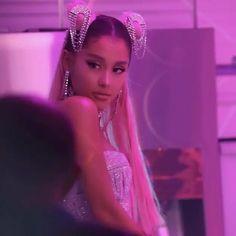 Jessie J, Mac Miller, Miley Cyrus, Taylor Swift, Bff, Dark Purple Aesthetic, Ariana Grande Fotos, Ariana Geande, Ariana Grande Wallpaper