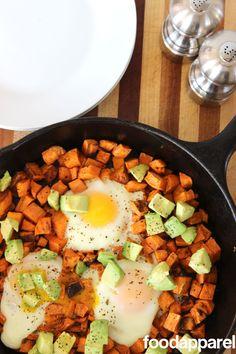 Healthy Sweet Potato and Avocado Breakfast Skillet -- Breakfast for dinner Avocado Breakfast, Sweet Potato Breakfast, Breakfast Potatoes, Breakfast Recipes, Clean Breakfast, Breakfast Healthy, Dinner Healthy, Breakfast Ideas, Clean Eating Recipes