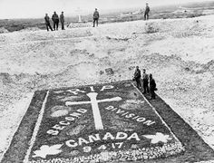 The Road to Vimy Ridge A precursor to today's monument: A grave memorializing the Division men killed on Vimy Ridge (LAC M Canadian Soldiers, Canadian Army, Canadian History, Division, Royal Canadian Navy, Military Pictures, Canada, Remembrance Day, Lest We Forget
