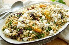 Direkt zum Rezept Den Quinoa-Salat mit Rote Bete und Feta kann ich auch mit nur zwei Worten beschreiben – SUPER LECKER! Das geht schon los mit Quinoa. Und weiter geht es mit gerösteter Rote B…