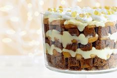 Gingerbread Apple Trifle—Soaked in rum and layered with juicy cinnamon apples and vanilla custard, spiced gingerbread steals the spotlight in this holiday favourite. Desserts To Make, Christmas Desserts, Christmas Baking, Delicious Desserts, Christmas Ideas, Whoville Christmas, Christmas Foods, Christmas Recipes, Christmas Cookies