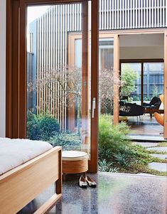 Landscape design by Kate Seddon in Melbourne house by Steffen Welsch Architects Styling Heather Nette King Photography Eve Wilson Story Australian House Garden Courtyard Design, Courtyard House, Atrium House, Small Courtyard Gardens, Outdoor Gardens, Exterior Design, Interior And Exterior, Design Cour, Architecture Design