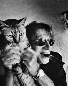 Jacques Dutronc with his cat.  Photo Patrick Swirc