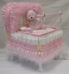 Diaper baby carriage for a baby girl :-) Baby Shower Diapers, Baby Shower Games, Baby Shower Parties, Baby Showers, Baby Shower Centerpieces, Baby Shower Decorations, Diaper Carriage, Pamper Cake, Diaper Crafts