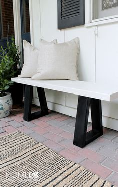 Picture of a black and white wood bench from Home Made By Carmona