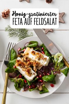 Honig-gratinierter Feta mit Feldsalat & Granatapfel-Vinaigrette Salat mit Feta und Granatapfel mit Nüssen Feldsalat Weihnachten Vegetarisch Herbst Vorspeise Winter Gastgeber sein #REWE #Salat