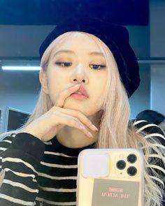 South Korean Girls, Korean Girl Groups, Rose Winter, Blackpink Wallpaper, Foto Mirror, Foto Rose, Instagram Roses, Rose Icon, Black Pink Kpop