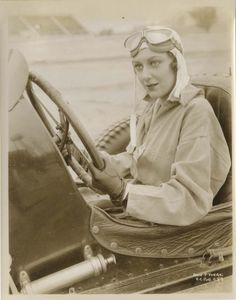 Ann Dvorak in a publicity still for The Crowd Roars even though she doesn't get behind the wheel in the auto racing drama. Golden Age Of Hollywood, In Hollywood, Classic Hollywood, Scarface Movie, James Francis, Republic Pictures, Susan Hayward, Dance Movies, Joan Crawford