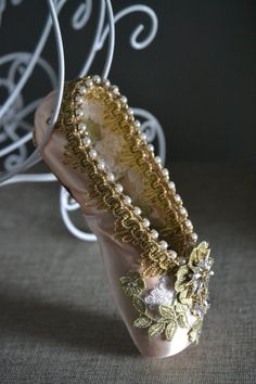 Pretty Little Princess decorated pointe shoe Pointe Shoes, Toe Shoes, Ballet Shoes, Ballet Dance, Dance Crafts, Fairy Tea Parties, Shoe Crafts, Decorated Shoes, Glitter Shoes