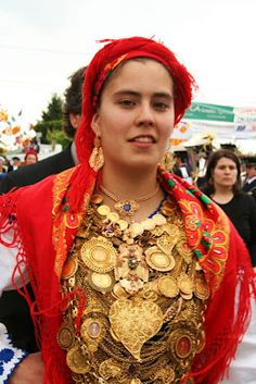 Traditional Minho dress with gold representing family heirlooms.