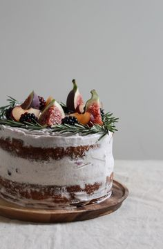 black tea poached fig and plum cake with rosemary blackberry frosting - twigg studios - I like the minimal amount of frosting on this Black Tea Poached Plum and Fig Cake Sie sind an der ri - Plum Recipes, Cake Recipes, Dessert Recipes, Nake Cake, Fig Cake, Plum Cake, Spice Cake, Fancy Cakes, Pretty Cakes