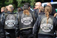 Bei der Neueröffnung des neuen Clubhauses in Kamp-Lintfort kontrollierte die Polizei auch Fahrradfahrer, ob sie auf dem Weg zur Fullpatch-Potenzmittel-Party waren.