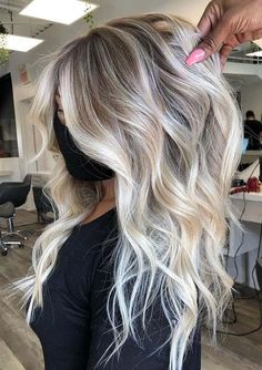 You just need to see here and find awesome ideas of dreamy vanilla blonde hair colors for long hair looks. Nowadays there are so many best hair colors for modern ladies to sport in 2020. As you can see here latest hair colors to show off with different hair lengtsh and hair textures. You must try this blonde for cutest hair look.
