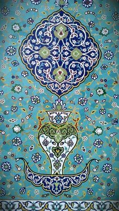Beautiful tile mosaic at the Islamic Arts Museum of Kuala Lumpur, Malaysia. Islamic Art Museum, Islamic Tiles, Style Oriental, Islamic Patterns, Iranian Art, Turkish Art, Arabic Art, Islamic Art Calligraphy, Tile Art