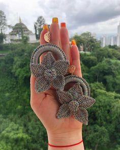Diy Jewelry Tutorials Earrings Accessories 33 Ideas For 2019 Fashion DIY! Diy Schmuck Tutorials Oh Diy Jewelry Tutorials, Jewelry Crafts, Fabric Jewelry, Beaded Jewelry, Earrings Handmade, Handmade Jewelry, Crochet Earrings Pattern, Earring Tutorial, Diy Schmuck
