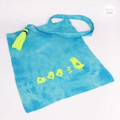 Batikbeutel Baumwolle, Farbe türkis, Plotterdruck Vogel Familie Abmessungen: ca. 33 x 37 cm Preis: € 10,- Jetzt bestellen: http://www.popcut.at/diy/webshop/