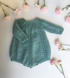 Romper - English - Seraphina Romper is worked top down with a circular yoke. The yoke is worked back and forth at firs -Seraphina Romper - English - Seraphina Romper is worked top down with a circular yoke. The yoke is worked back and forth at firs - Baby Knitting Patterns, Knitting For Kids, Baby Patterns, Free Knitting, Knitting Projects, Knitted Baby Clothes, Knitted Romper, Baby Knits, Knitted Baby Outfits