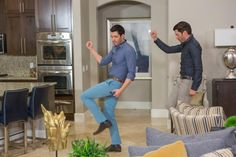 This week, Drew and Jonathan face off as they transform two run-down kitchens into modern showpieces, with special guest judges David Bromstad and Josh Temple of Beach Flip.