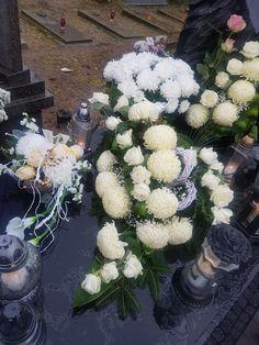Wszystkich Świętych Grave Decorations, Table Decorations, Arte Floral, Funeral, Advent, Floral Wreath, Wreaths, Home Decor, Saints