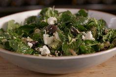 Quinoa komt oorspronkelijk uit Zuid-Amerika. Het zijn zaden die vaak verward worden met granen. Quinoa is glutenvrij en zeer voedzaam. Het is een mooi alternatief voor pasta of aardappelen. Je kunt deze zaadjes gebruiken in een salade met koude en warme ingrediënten.In dit gerecht komt de hele wereld samen; naast de Zuid-Amerikaanse quinoa is er lekkere spinazie en geitenkaas van bij ons, terwijl de shiitake-paddenstoelen dan weer oosterse roots hebben. Met wat vinaigrette erbij heb je in…