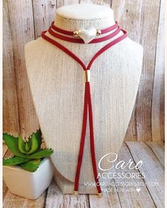 Collar rojo perla en forma de corazón gamuza de 5mm con capa de cuero. Granos…