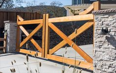 Look at this beautiful farm style gate from Pacific Gate Works. Customize yours today! Diy Driveway, Driveway Design, Farm Entrance, Driveway Entrance, Wood Fence Gate Designs, Front Yard Fence, Front Entry, Front Porch, Entrance Gates