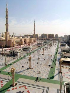 Subhanallah, view of beautiful Masjid e Nabwi, Medina Munwara, Saudi Arabia Mecca Masjid, Masjid Al Haram, Amazing Places On Earth, Beautiful Places To Visit, Islamic Images, Islamic Pictures, Islamic Architecture, Futuristic Architecture, Medina Mosque