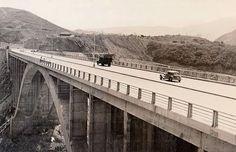 Segundo viaducto subiendo y segundo viaducto bajando, de la autopista Caracas - La Guaira. Circa 1955 -1956.