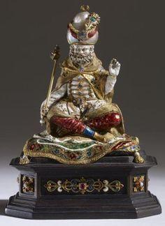 Marea Britanie / Londra / The British Museum Statuetă din aur pe postament din lemn, cu o perlă barocă, diamante, alte geme (probabil smarald, rubine, turcoaze) şi email policrom. Artă germană, 1650-1700. Înălţime totală 9 cm, greutate 124,81 g. Parte din colecţia Waddesdon donată de către baronul Ferdinand de Rothschild (1839-1898).