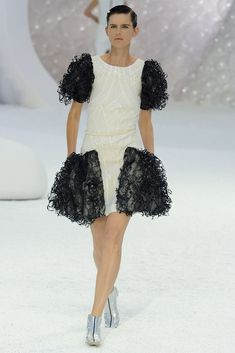 Chanel Spring 2012 Ready-to-Wear Fashion Show - Stella Tennant