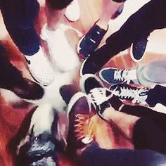 """EXO playing """"Who can stomp on the most feet"""" xD"""