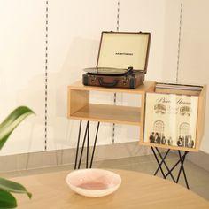 Vinyl Storage, Record Storage, Interior Design Living Room, Interior Decorating, Vinyl Room, Aesthetic Room Decor, Decoration, Diy Home Decor, Furniture Design