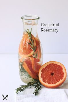 Waters to Keep You Hydrated this Summer Grapefruit Rosemary Infused Water // // www.tasty-Grapefruit Rosemary Infused Water // // www. Refreshing Drinks, Yummy Drinks, Healthy Drinks, Healthy Recipes, Healthy Water, Stay Healthy, Healthy Food, Detox Recipes, Summer Recipes