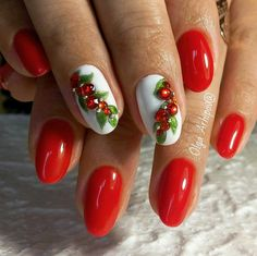 25 Christmas Nail Art Designs That You Will Love To Copy - Nail Polish Addicted Nail Art Noel, Xmas Nail Art, Xmas Nails, Christmas Nail Art Designs, Winter Nail Designs, Cute Nail Designs, Holiday Nails, Red Nails, Christmas Nails