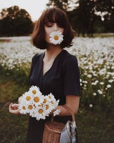 52 Ideas For Flowers In Hair Photoshoot Photo Shoot Girl Photography, Creative Photography, Fashion Photography, Spring Photography, Vintage Style Photography, Sunflower Photography, Hipster Photography, Freelance Photography, Photography Composition