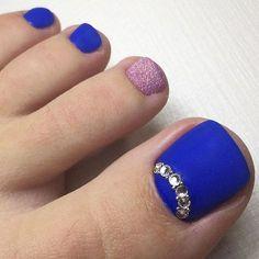 Simple Nail Art Designs for this Season - Reny styles Cute Pedicure Designs, Simple Nail Art Designs, Easy Nail Art, Pedicure Nail Art, Toe Nail Art, Manicure, Glitter Toe Nails, Almond Acrylic Nails, Bride Nails