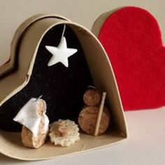 Nativity in a heart box Corks recycled. Nativity Crafts, Christmas Nativity, Noel Christmas, Christmas Projects, Holiday Crafts, Christmas Ornaments, Nativity Sets, Nativity Ornaments, Navidad Diy