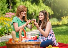 Learn more about the real-life story of Emily and Jane - a mother and her daughter diagnosed with Type 1 diabetes | Medtronic Diabetes