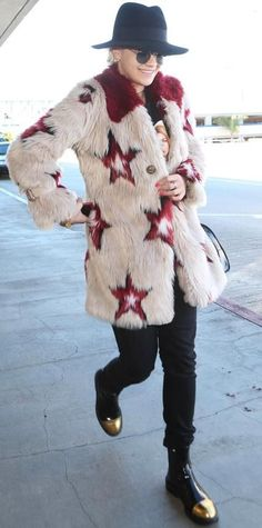 17 Celebrities Who Know How to Bundle Up in Style - Celebrity Street Style