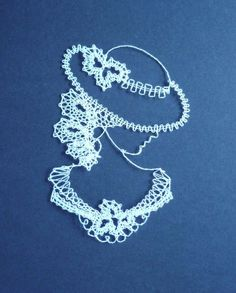 Mujer con sombrero Lace Patterns, Crochet Patterns, Hobbies And Crafts, Diy And Crafts, Lace Art, Lacemaking, Parchment Craft, Crochet Diagram, Bobbin Lace