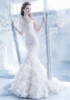 「上品でゴージャス!女性らしいマーメイドラインウェディングドレス」のまとめ枚目の画像|MERY [メリー]