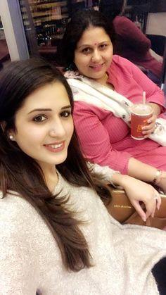 Indian Natural Beauty, Girls Selfies, Cute Love Songs, Beautiful Girl Image, Girls Dpz, Beauty Full Girl, Commonwealth, India Beauty, Indian Girls
