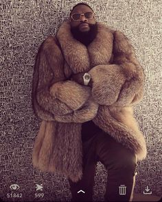 Flowerbomb, let me guess your favorite fragrance … - Coffee House Team Maybach Music, Mens Fur, Rick Ross, Flower Bomb, Golden Dog, Well Dressed Men, Black History, Super Bowl, Dog Tags