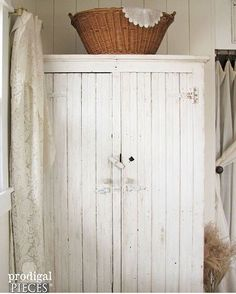 Congratulations to @prodigalpieces for being our #myfarmhousefix featured post for week 2. This cupboard just screams 'farmhouse' ... simple piece, those hinges, that latch ! I would love to have a cupboard just like this in our farmhouse!! Thank you for all the fabulous pics everyone shared last week!! Again, so many beautiful pieces of farmhouse furniture and so much farmhouse style inspiration !!
