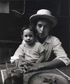 The incredible Bob Dylan and son Jakob Dylan. Jakob Dylan, Robert Mapplethorpe, Annie Leibovitz, Robert Allen, Richard Avedon, Andy Warhol, Minnesota, Blowin' In The Wind, Bert Stern